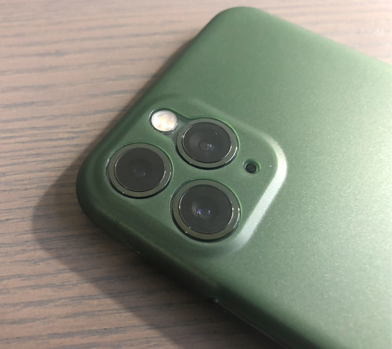 A&S Case iPhone 11 Pro Aussparungen