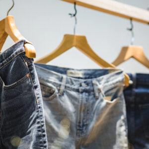 Was bedeutet Tapered Fit bei Jeans? Unterschiede zu Slim Fit im Überblick!